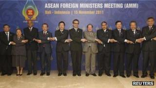 Foreign ministers from ASEAN countries pose for a group photo at the ASEAN Foreign Ministers Meeting in Bali, 15 November 2011