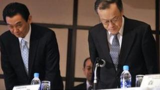 Olympus president Shuichi Takayama (R) and executive officer Hironobu Kawamata (L) bow at a press conference