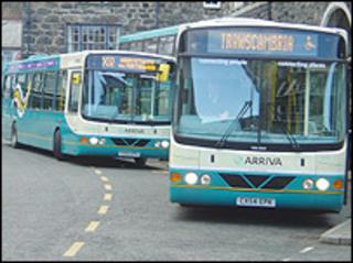 Bysiau yn Aberystwyth