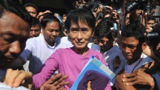Aung San Suu Kyi leaves NLD headquarters on 18 November 2011