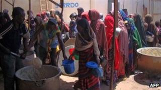 Internally displaced women queue for food rations at a feeding centre on 17 October 2011 in Mogadishu, Somalia