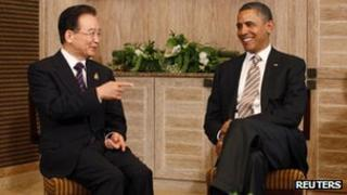 US President Barack Obama (R) meets with China's Premier Wen Jiabao on the sidelines of the East Asia Summit in Nusa Dua, Bali, 19 November 2011
