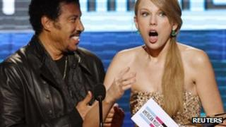 Taylor Swift, right, with award presenter Lionel Richie