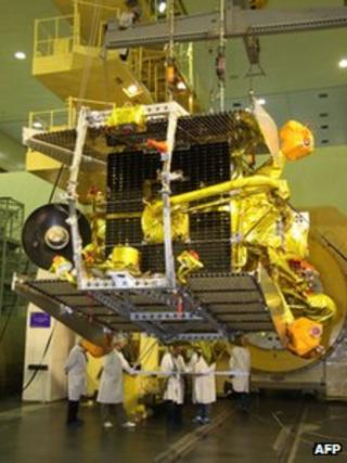 Russian scientists preparing Phobos-Grunt for launch