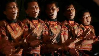 Men perform the Saman dance in Indonesia (17 July 2011)