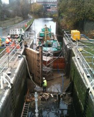 Work on the drained Oddy's Lock