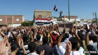 Demonstrators protesting against Syria's President Bashar al-Assad gather in Hula, near Homs (photo released 4 November 2011)
