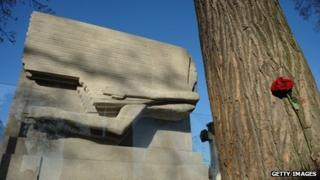 Oscar Wilde's restored tomb