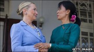 US Secretary of State Hillary Clinton (r) with Burmese pro-democracy leader Aung San Suu Kyi