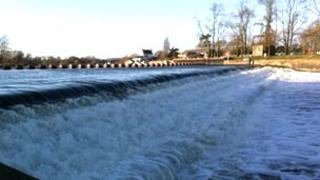 Weir at Gunthorpe on River Trent