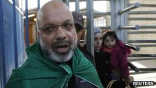 Ahmed Attoun passed through the Qalandia checkpoint (6 December 2011)