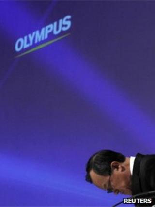 Olympus chairman Shuichi Takayama bows in apology