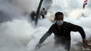 Protester throws tear gas canister back at police (November 2011)