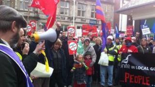 Protestio ym Mangor
