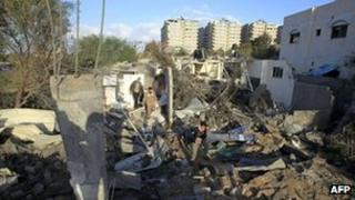 House destroyed in Israeli air strike in Gaza City (9 December 2011)