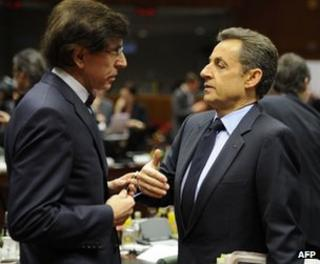 Belgian Prime Minister Elio Di Rupo talks to France's President Nicolas Sarkozy (R) at the summit in Brussels, 9 December