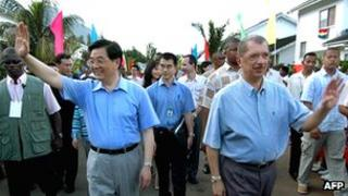 File picture of Chinese President Hu Jintao (L) and his Seychelles counterpart James Michel in 2007