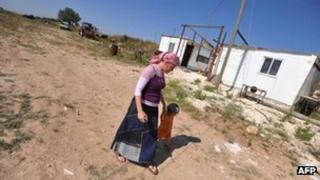 A woman and her child walk through the illegal settlement outpost of Ramat Gilad (2009)