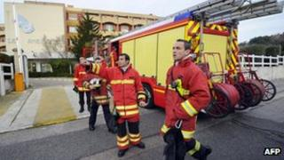 Firefighters outside Marseille retirement home (14 Dec 2011)