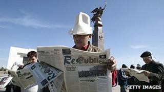 Newspaper readers in Kyrgyzstan