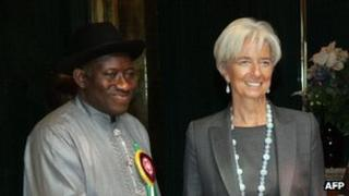 IMF head Christine Lagarde (R) and Nigerian President Goodluck Jonathan