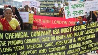 Activists and survivors of the 1984 Bhopal gas disaster demonstrate during the 27th anniversary of the tragedy in Bhopal, 2 December 2011