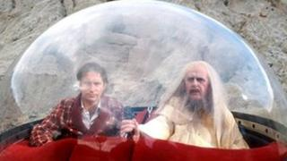 Simon Jones (l) as Arthur Dent in the 1981 TV series of The Hitchhiker's Guide to the Galaxy