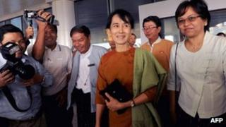 Aung San Suu Kyi arrives at the capital's airport (23 Dec 2011)