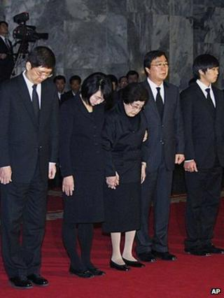 Members of the South Korean mourners group including Lee Hee-ho, the wife of former South Korean President Kim Dae-jung (C) pay their respects over the body of the late North Korean leader Kim Jong-il at Kumsusan Memorial Palace in Pyongyang.