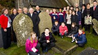 Cae Garw primary school pupils and teachers with Nos Galan founder Bernard Baldwyn