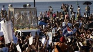 Catholic faithful attend an outdoor Mass honouring Cuba's patron saint, in Havana, Cuba, 30 December 2011.