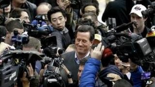 Rick Santorum in the media scrum