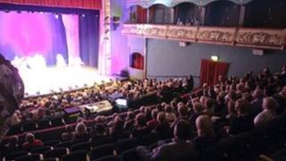 Newark Palace Theatre audience