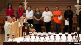 Bishop Zavala celebrating mass in 2005
