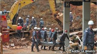 Firefighters recover the body of a man killed by a landslide in Ouro Preto. Picture Agencia Brasil
