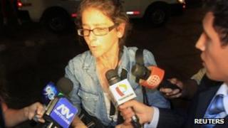 US citizen Lori Berenson (C) declines to speak to the media as she arrives at her house in Lima overnight on Thursday