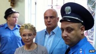 Oleksander Tymoshenko (second from right) with his wife Yulia in court in Kiev, 11 August 2011