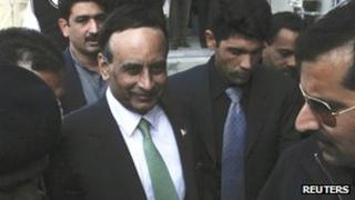 Husain Haqqani (centre), after appearing before the Supreme Court inquiry on Monday 9 January