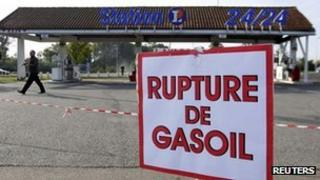 """Sign reads """"No more fuel"""" at a petrol station near Nantes in October 2010"""