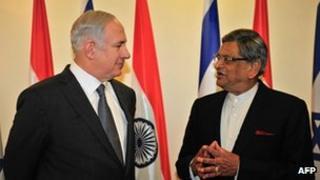 Israeli Prime Minister Benjamin Netanyahu (left) meets Indian Foreign Minister SM Krishna in Jerusalem on 10 January 2012