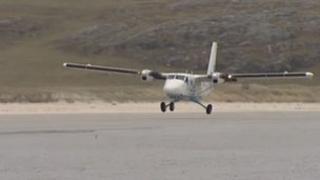 Plane landing on Hial's Barra beach air strip