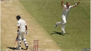 Australia's Peter Siddle removes India's Virat Kohli