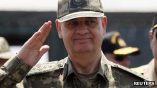 Gen Ilker Basbug at a military exercise in Izmir, May 2010