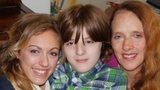 Rose Metcalf (left) her brother Robert Metcalf (centre) and mother Carolyn Metcalf (right)