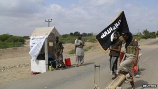 Al-Qaeda in the Arabian Peninsula militants man a checkpoint outside the Yemeni town of Zinjibar (16 January 2012)