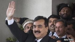 Pakistani PM Yousuf Raza Gilani waves to supporters from the steps of the Supreme Court in Islamabad after his hearing