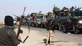 Militiamen loyal to the Libyan interim government move towards Bani Walid (25 January 2012)