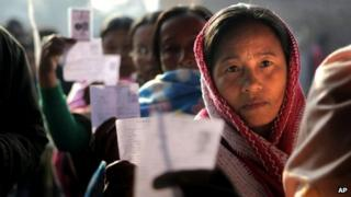 Women voters show their election cards as they stand queue to cast their votes in northeastern Indian state of Manipur (Jan. 28, 2012)