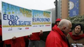 Trade unionists outside European Council HQ in Brussels - 30 January