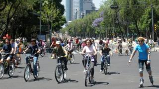 Cyclists on the Avenida Reforma